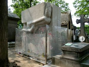 800px-Tomb_of_Oscar_Wilde,_Père_Lachaise_cemetery,_Paris,_France